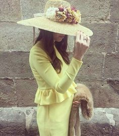 @invitada_perfecta Ootd, Mother Of The Bride, Headpiece, Short Dresses, Winter Hats, Wedding Inspiration, Glamour, Stylish, Celebrities