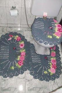 Sandra Roque Artesanatos: Jogo de banheiro com flores e joaninha em cinza co...