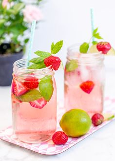 Along with simply tasting great and being a more fun way to drink water, detox water also aids in weight loss and muscle recovery after workouts, and it boosts Fruit Drinks, Detox Drinks, Yummy Drinks, Cold Drinks, Beverages, Bloating Detox, Relieve Bloating, Water Recipes, Detox Recipes