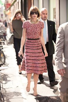 Anna Wintour's tweed dess. Chanel, I assume