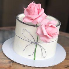 Cake Decorating With Fondant, Cake Decorating Techniques, Cake Decorating Tips, Cake Icing, Fondant Cakes, Cupcake Cakes, Beautiful Birthday Cakes, Beautiful Cakes, Birthday Cake For Daughter