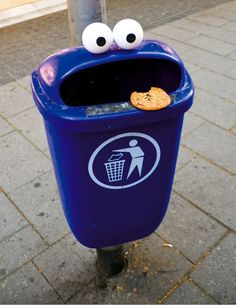 "Streetart: ""They Live"" – Cookie Monster Every Day Life Installations > Design und so, Film-/ Fotokunst, Funny Shizznits, Streetstyle, urban art > cookie monster, eyes, mainz, public art, streetart"