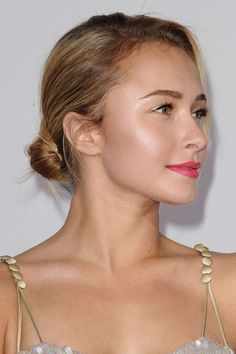 Hayden Panettiere illuminated skin http://beautyeditor.ca/2013/08/16/how-to-wear-shimmer-so-that-you-look-glowy-and-sun-kissed-and-not-crazy-like-kesha/