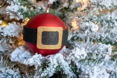 This year, skip the expensive ornaments and lighting and make your own Dollar Tree Christmas decorations. Just add a little elbow grease to make these Christmas DIY projects shine. Christmas Craft Projects, Christmas Crafts To Make, Christmas Hacks, Homemade Christmas Gifts, Christmas Fun, Holiday Crafts, Christmas Cocktails, Christmas Tablescapes, Primitive Christmas