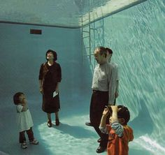 Swimming Pool by Leandro Erlich is an art installation with a permanent home at the Century Museum of Art of Kanzawa, Japan. It has also had temporary installations at and the Venice Biennale. Underwater Photography, Art Photography, Advanced Photography, New York Journal, Madrid, Cool Swimming Pools, Venice Biennale, Museum Of Contemporary Art, Fish Tank