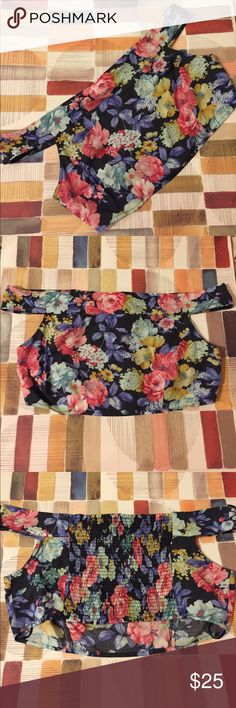 Free People floral crop top SMALL 🌸🌼🌺🌻 New without tags. Never been worn. Teeny tiny super uber thin black line through Free People. Stretchy back. Off the shoulder sleeves perfect for summer! 😍 Floral, girly, chic, feminine. ***Size small used for photo and measurements. Pattern may vary for each piece. Last photo is to show the sleeve style only, it is NOT the shirt for sale.*** Free People Tops Crop Tops
