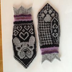 The gauge for these mittens is 35 st and 35 rows in 4 inches. Mittens Pattern, Knit Mittens, Knitting Socks, Knit Socks, Knitting Projects, Knitting Patterns, Fair Isles, Wrist Warmers, Fingerless Gloves