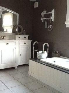 landelijk badkamermeubel sven met een donker composiet blad. mooi, Badkamer