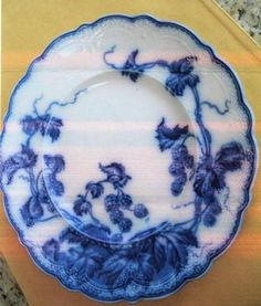 Flo Blue is gorgeous Vintage Dishes, Vintage China, Antique Dishes, Antique Pottery, Antique Glassware, Antique China, Flow Blue China, Blue And White China, Love Blue