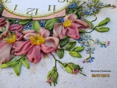 Silk Ribbon Embroidery, Embroidery Art, Gold Work, Textile Art, Beautiful Flowers, Embellishments, Floral Wreath, Textiles, Quilts