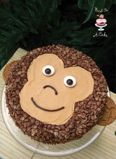 Wouldn't this be a fun cake for a jungle themed birthday party?     This Peanut Butter Chocolate Monkey Cake  is super cute and deli...
