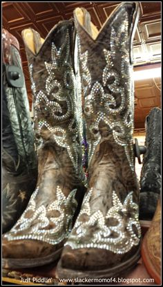 Aren't they sparkly!? When in Texas... Finding the Perfect #Cowboy #Boots