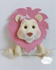 Nenhuma descrição de foto disponível. Baby Crafts, Felt Crafts, Crafts To Make, Sewing For Kids, Diy For Kids, Gifts For Kids, Felt Animal Patterns, Stuffed Animal Patterns, Felt Ornaments Patterns