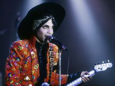 prince playing guitar | Prince Playing Guitar Live | The 30 best live acts in the world today ...