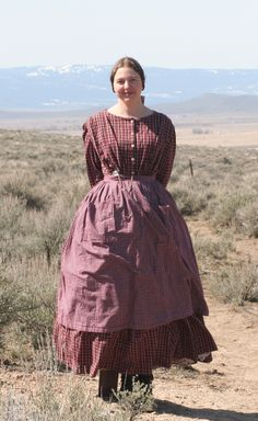 Homespun Oregon Trail dress circa be good for Gold Rush Days *use… 1800s Fashion, Victorian Fashion, Vintage Fashion, Victorian Dresses, Steampunk Fashion, Historical Costume, Historical Clothing, Pioneer Clothing, Pioneer Dress