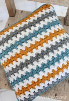 Crochet Granny Stripe Cushion - Lululoves Crochet Granny Stripe Cushion - Lululoves Learn the fact ( Crochet Cushion Pattern, Crochet Pillow Cases, Crochet Cushion Cover, Crochet Cushions, Crochet Patterns, Bag Crochet, Crochet Granny, Crochet Home Decor, Crochet Crafts