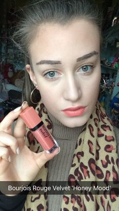 Bourjois Rouge Velvet matte lip cream no. 16 ' Honey Mood'