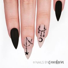 Witch Halloween nail art 12 scary Halloween nail designs that you've never seen before! From Vampire Bride nails to Black magic manicure, this Hallloween nail art compilation has it all Nail Art Halloween, Halloween Nail Designs, Spooky Halloween, Holloween Nails, Halloween Party, Women Halloween, Halloween Halloween, Halloween Decorations, Best Friend Halloween Costumes