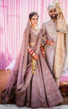 Stylish Indian Bridal Traditional Wedding Suits Trends For Yr Indian Bridal Outfits, Indian Bridal Lehenga, Indian Bridal Fashion, Indian Bridal Wear, Bridal Dresses, Indian Wedding Dresses, Indian Groom Wear, Golden Bridal Lehenga, Sabyasachi Lehenga Bridal