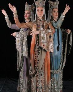 Georgian dance ensemble Georgie, Caucasus Mountains, Georgia Country, Female Drawing, Dance Art, Custom Dresses, Ethnic Fashion, People Around The World, Traditional Outfits