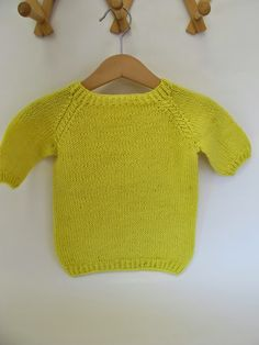 Den deiligste og mykeste t-skjorta strikket i tynnt alpakkagarn, med 3/4 ermer. T-skjorta er strikket i glattstrikk med skjønne detaljer med...