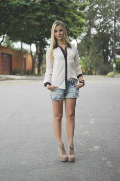 Com shorts jeans também fica lindo!