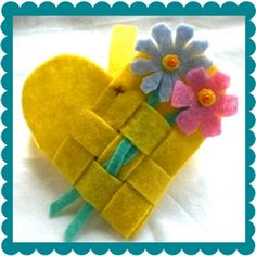 good for favor baskets, could do it in two colors. Love the flowers woven in.