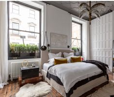 Monday Inspiration: A Georgian Apartment in London - Mad About The House London Townhouse, Townhouse Interior, Georgian Townhouse, London House, Apartments In London, London Apartment Interior, Bedroom With Ensuite, Master Bedroom, Mad About The House