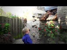 Dit bijzondere kabouter huis bouwde Frank eigenhandig in zijn achtertuin in Vlijmen. Met de tekeningen van Anton Pieck als grote voorbeeld ging hij aan de slag met allerlei materialen. Het resultaat is sprookjesachtig! | Hornbach