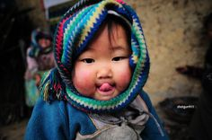 How cuteeeeeeee this Vietnamese ethnic minority baby is..