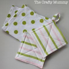 Kids Kitchen Set Tutorial - Part 1: Sew a tea towel and pot holders {via TheCraftyMummy.com}