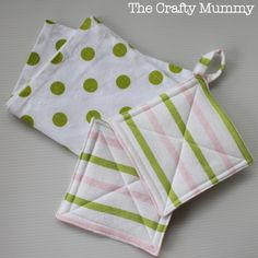 Kids Kitchen Set Tutorial - Part 1: Sew a tea towel and pot holders {via TheCraftyMummy.com}