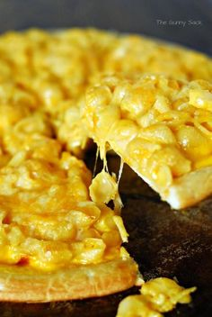 macaroni and cheese pizza...