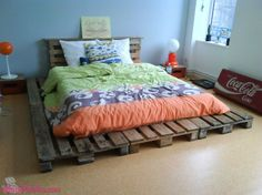 Cama e cabeceira de cama, ambas feitas