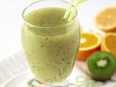 Kiwi, Orange and Pear Smoothie Apple Smoothie Recipes, Apple Smoothies, Healthy Breakfast Smoothies, Good Smoothies, Healthy Drinks, Juicer Recipes, Kiwi Smoothie, Orange Smoothie, Smoothie Cleanse