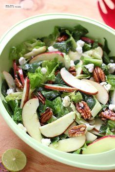 Ensalada de espinacas, manzana y queso de cabra. Plats Healthy, Healthy Salads, Healthy Eating, Healthy Food, Vegetarian Recipes, Cooking Recipes, Healthy Recipes, Deli Food, Salmon Recipes