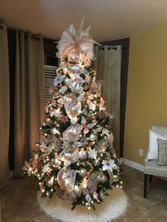 Christmas Tree Inspo, Rose Gold Christmas Tree, Elegant Christmas Trees, Pink Christmas Decorations, Christmas Tree Themes, Victorian Christmas, Christmas Tree Toppers, Christmas Inspiration, Christmas Wonderland