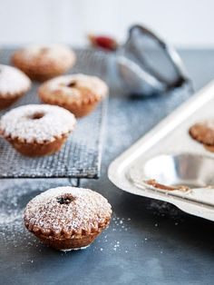 These deliciously fruity and nutty little pies are Christmas baking perfection! Easy Delicious Recipes, Sweet Recipes, Cake Recipes, Yummy Food, Holiday Baking, Christmas Baking, Fruit Mince Pies, Xmas Food, Specialty Cakes