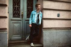 Jeans Jacket & Vans. Work Fashion, Vans, Menswear, Denim, Jackets, Male Clothing, Down Jackets, Van, Men Wear