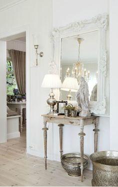 aparadouro sala jantar ou estar - elentos clássicos (espelho e arandelas)