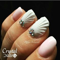 Sea shell nails …
