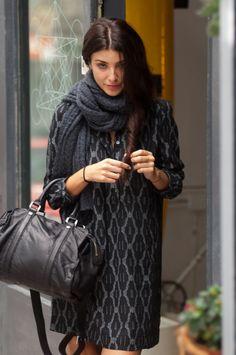 #Vestido #soeur combinado con bufanda #rapandsisters  y bolso negro de #liebeskind en #nelybelula #conceptstore