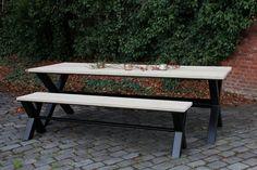 SHOWROOMMODEL ARES 949€ afmetingen: 2m40 x 1m smeedijzeren onderstel in mat zwart, dikte koker 8cm x 8cm  tafelblad: onbehandelde steigerhouten planken van 3cm dik, mogelijkheid om deze te vernissen met een kleurloze vernis of grey- of whitewash mits meerprijs  Deze tafel is gebruikt voor een fotoshoot, nog in perfecte staat WWW.FER-O.BE