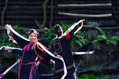 The traditional dancing show performed by Li-Miao minority group is a must-see…