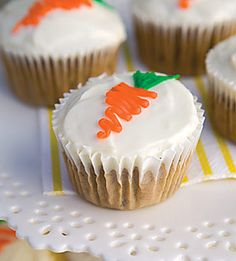 Going to use this simple design to decorate my carrot cake for thanksgiving Carrot Cake Muffins, Carrot Cake Cupcakes, Baking Cupcakes, Cupcake Recipes, Cupcake Cakes, Dessert Recipes, Desserts, Carrot Cakes, Cupcake Ideas