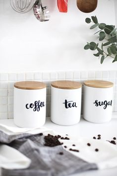 Storage Ideas for Coffee and Tea Lovers How gorgeous are these minimalist kitchen containers for coffee, tea + sugar?How gorgeous are these minimalist kitchen containers for coffee, tea + sugar? Minimalist Home Decor, Minimalist Kitchen, Minimalist Apartment, Last Minute Diy Mother's Day Gifts, Diy Cozinha, Kitchen Storage, Kitchen Decor, Storage Jars, Coffee Storage Containers