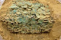 Two men using metal detectors discover hoard of Iron Age Celtic coins Used Metal Detectors, Whites Metal Detectors, Historical Artifacts, Ancient Artifacts, Metal Detecting Finds, Thor, Vikings, Iron Age, Interesting History