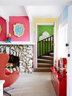 Casinha colorida: Em casa de acumuladores de coisas divertidas