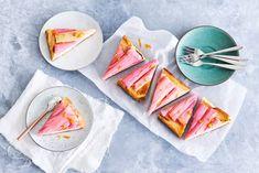 Rabarber is een echt zomerse groente waar je heerlijke desserts mee kunt maken, zoals deze cheesecake! - Recept - Allerhande