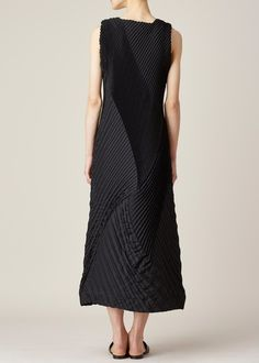 Issey Miyake  Cross V-Neck Sleeveless Dress (Black). I just discovered this website and I could pin everything on there!!!